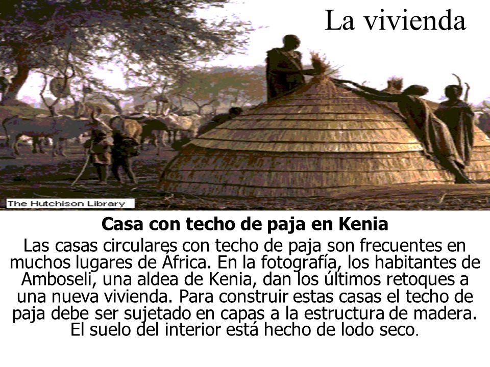 La vivienda Casa con techo de paja en Kenia Las casas circulares con techo de paja son frecuentes en muchos lugares de África.