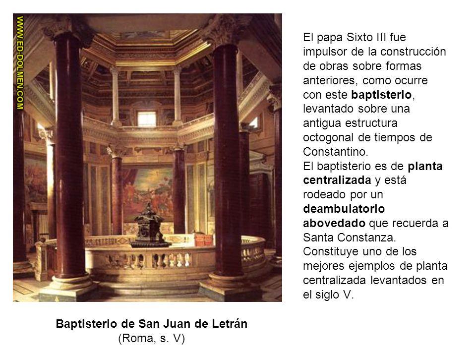 El papa Sixto III fue impulsor de la construcción de obras sobre formas anteriores, como ocurre con este baptisterio, levantado sobre una antigua estr