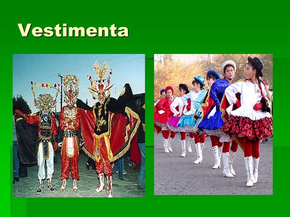 Baile Los grupos de baile de La Tirana ensayan todo el año sus coreografías, elaboran con cariño y dedicación sus trajes y sus máscaras, las que evidentemente son interpretaciones de máscaras del carnaval chino.