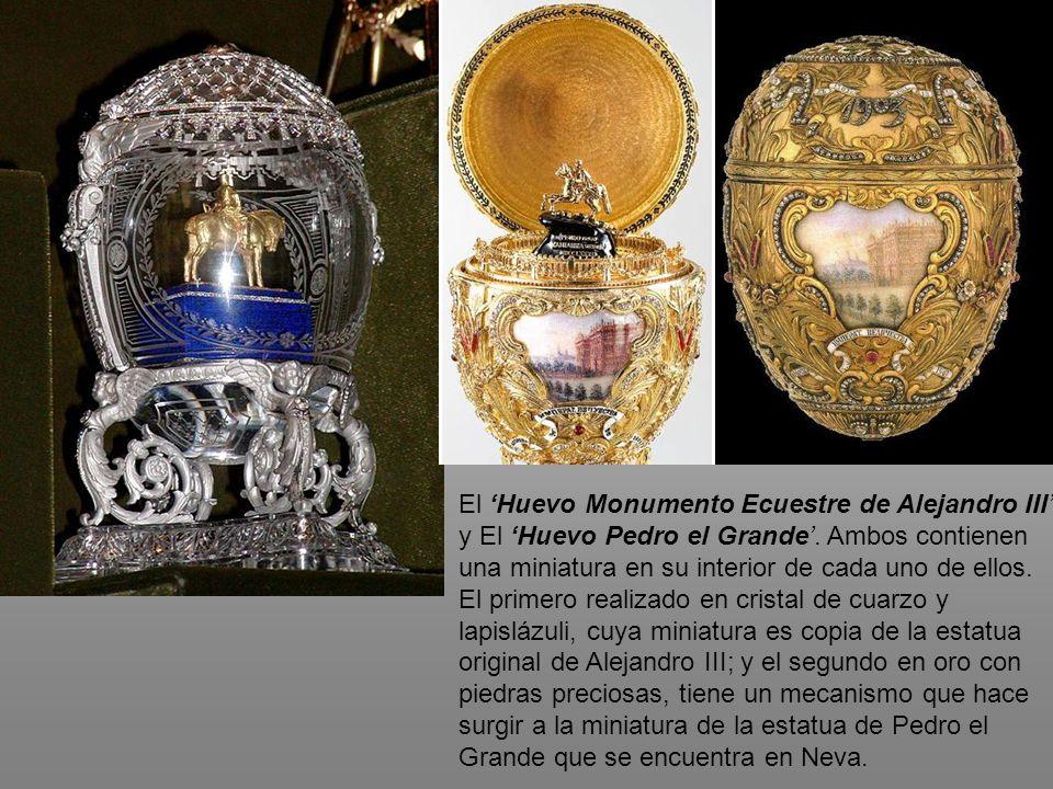 El Huevo Monumento Ecuestre de Alejandro III y El Huevo Pedro el Grande. Ambos contienen una miniatura en su interior de cada uno de ellos. El primero