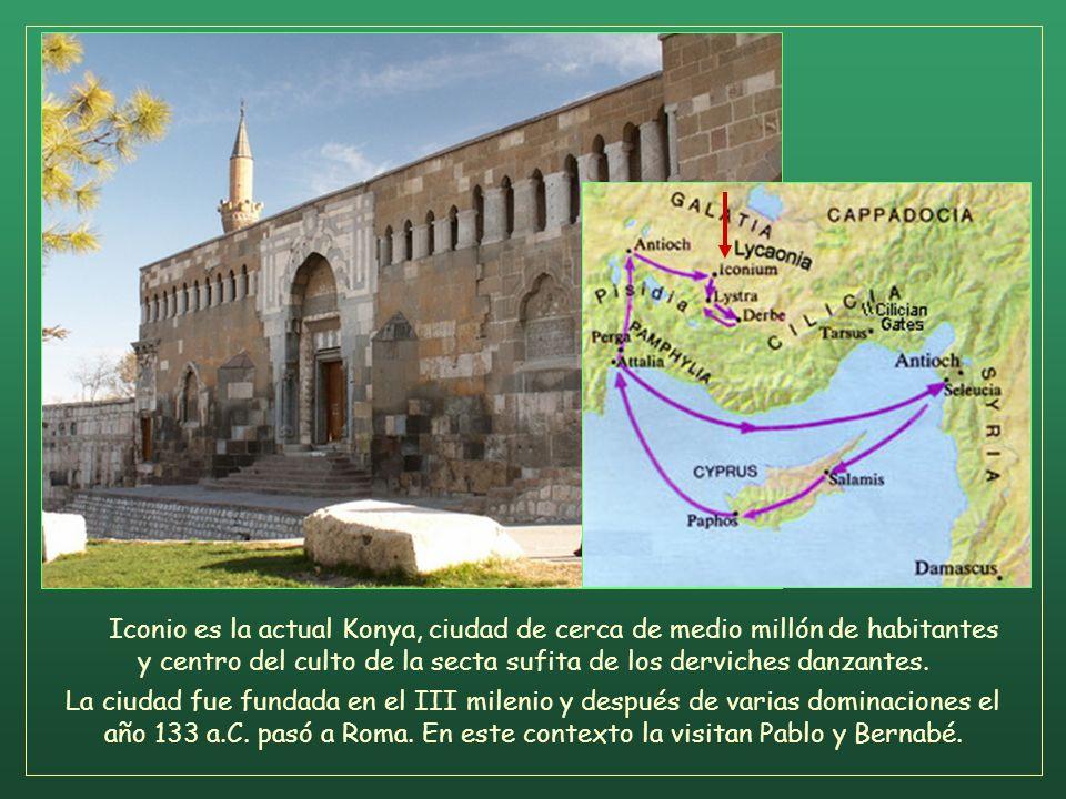 Pero los judíos incitaron a mujeres distinguidas que adoraban a Dios, y a los principales de la ciudad; promovieron una persecución contra Pablo y Ber