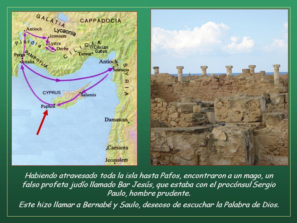 Llegados a Salamina anunciaban la Palabra de Dios en las sinagogas de los judíos. Tenían también a Juan que les ayudaba (Hch 13,5). Continúan en Pafos