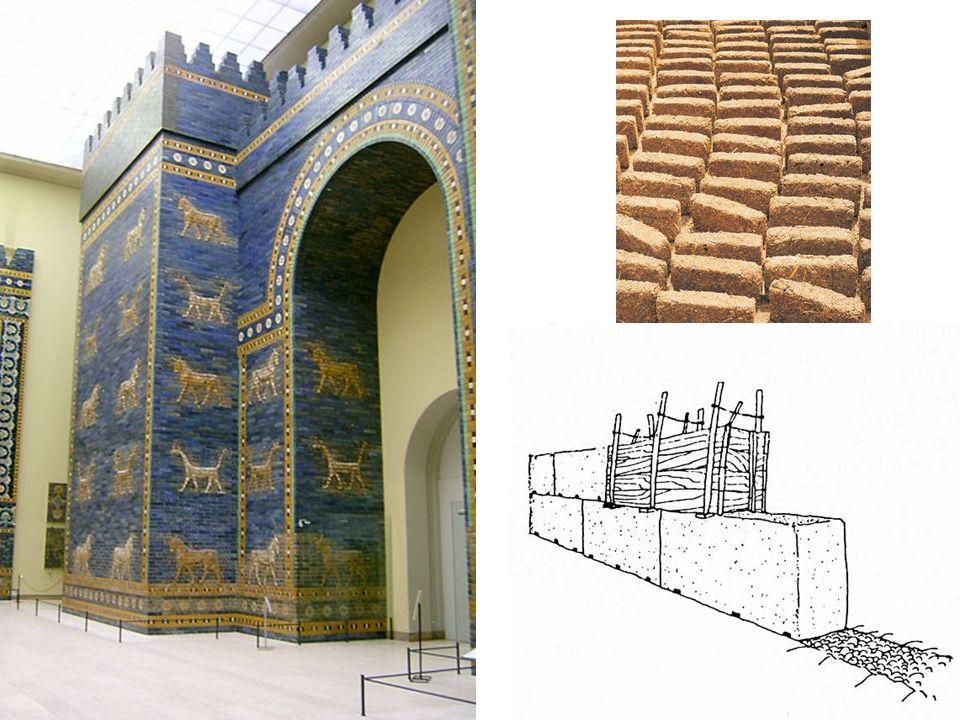 El zigurat, la típica construcción religiosa mesopotámica, se encontraba dentro del recinto de la ciudad.