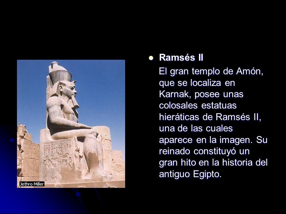 Ramsés II Ramsés II El gran templo de Amón, que se localiza en Karnak, posee unas colosales estatuas hieráticas de Ramsés II, una de las cuales aparec