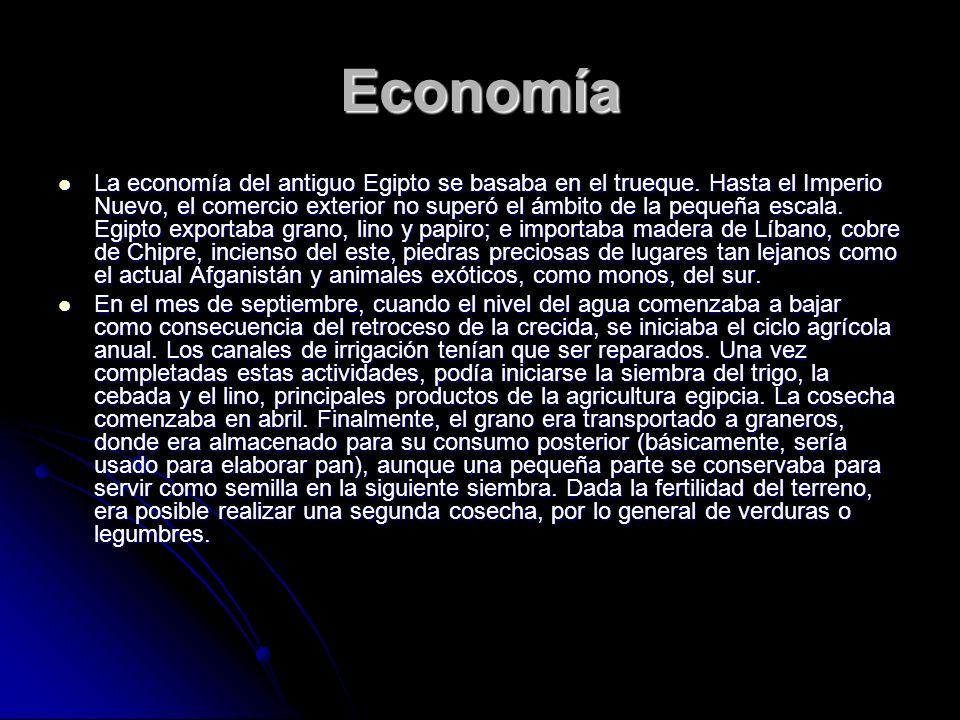 Economía La economía del antiguo Egipto se basaba en el trueque. Hasta el Imperio Nuevo, el comercio exterior no superó el ámbito de la pequeña escala