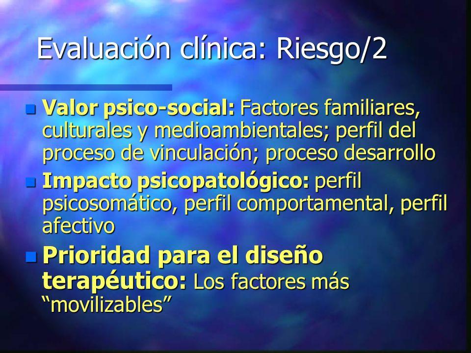 Evaluación clínica: Riesgo/2 n Valor psico-social: Factores familiares, culturales y medioambientales; perfil del proceso de vinculación; proceso desa