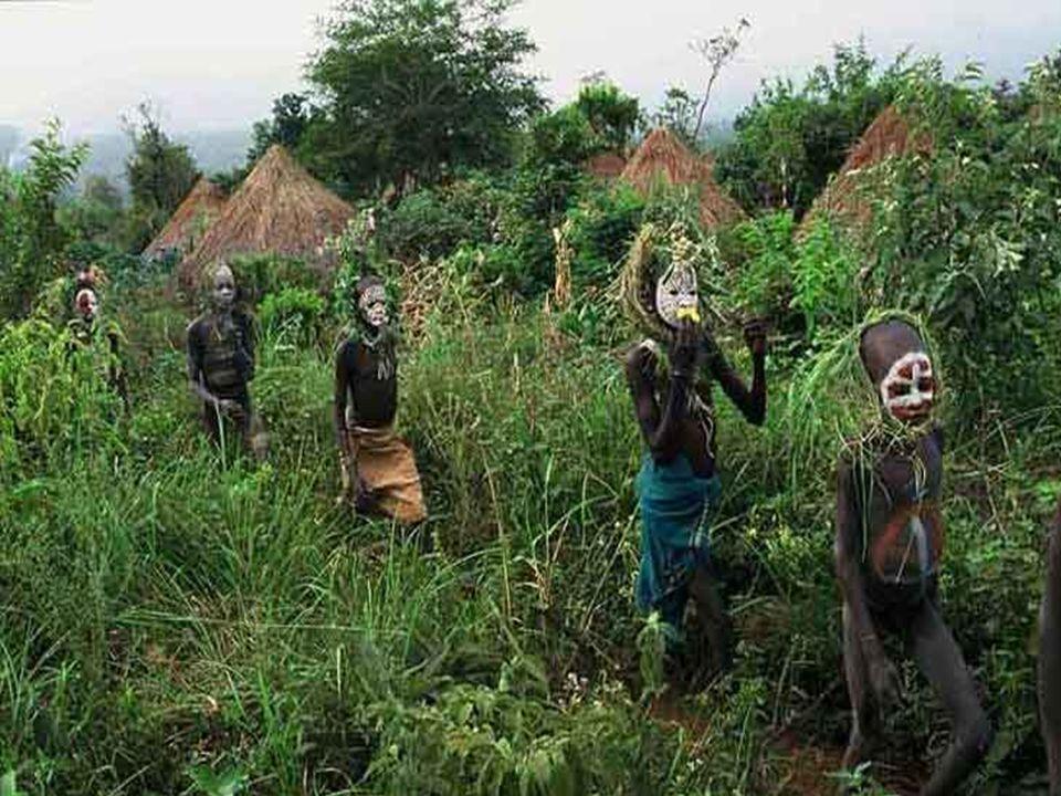 Las tribus del Omo. En los confines de Etiopía, a siglos de la modernidad, Hans Sylvester ha fotografiado durante seis años tribus donde hombres, muje