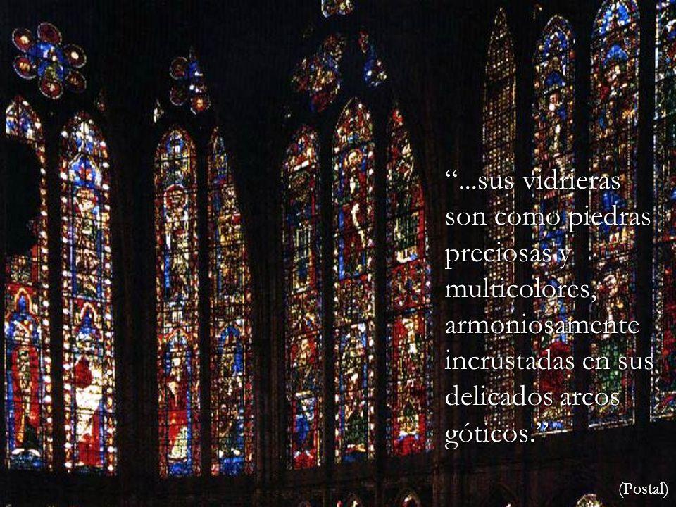 ...sus vidrieras son como piedras preciosas y multicolores, armoniosamente incrustadas en sus delicados arcos góticos.
