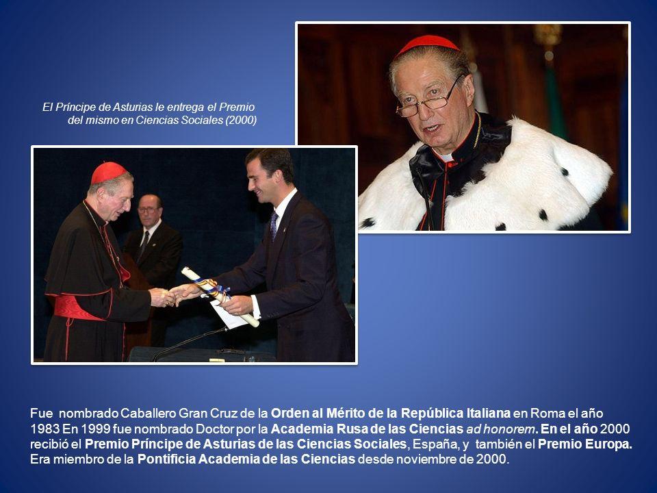Fue nombrado Caballero Gran Cruz de la Orden al Mérito de la República Italiana en Roma el año 1983 En 1999 fue nombrado Doctor por la Academia Rusa d