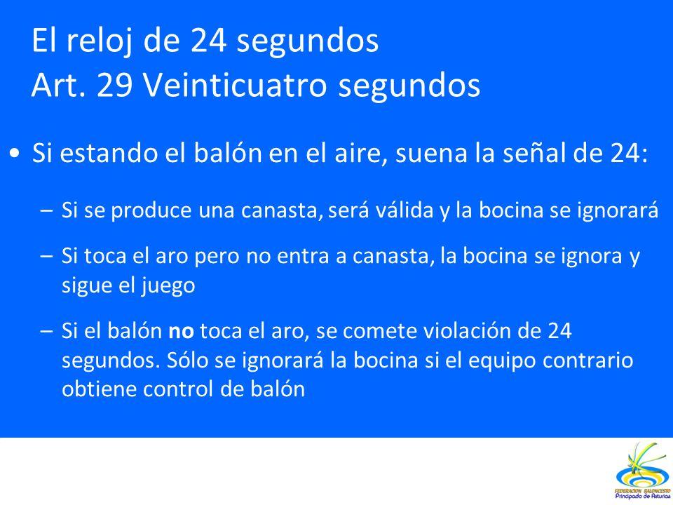 Si estando el balón en el aire, suena la señal de 24: –Si se produce una canasta, será válida y la bocina se ignorará –Si toca el aro pero no entra a