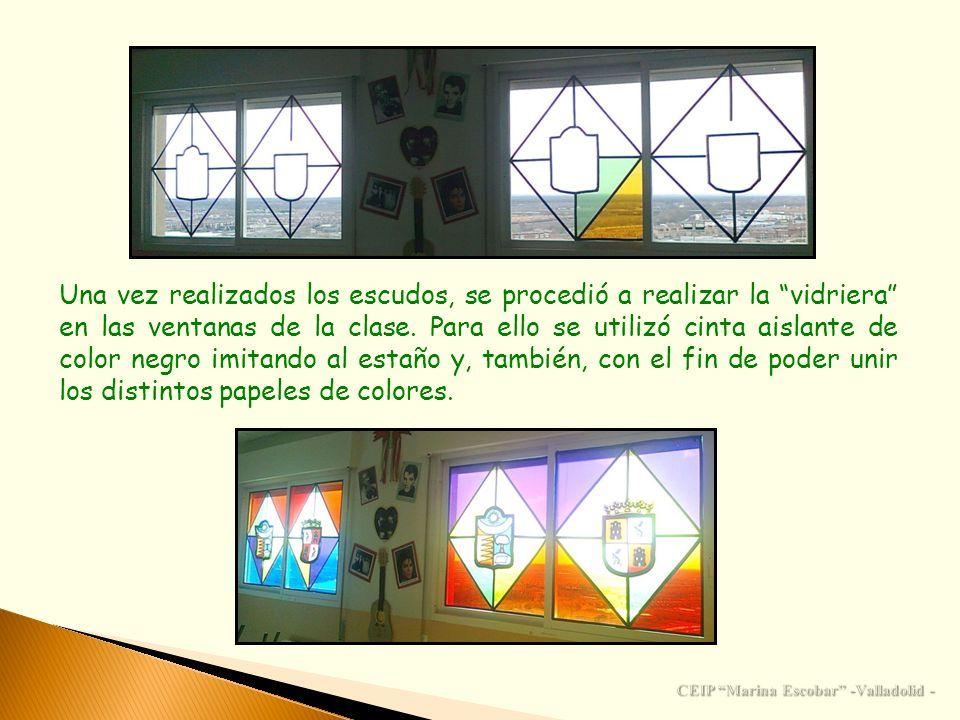 Una vez realizados los escudos, se procedió a realizar la vidriera en las ventanas de la clase. Para ello se utilizó cinta aislante de color negro imi