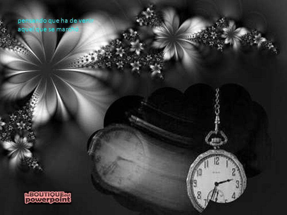 sonreír, consultando su viejo reloj