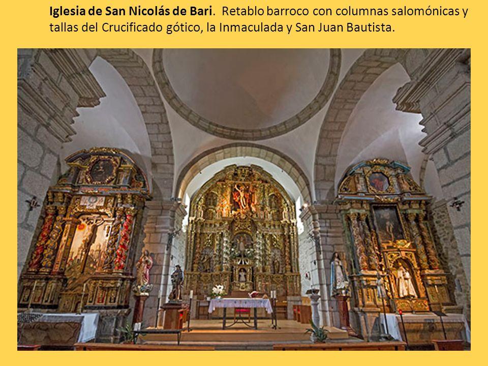 Iglesia de San Nicolás de Bari. Retablo barroco con columnas salomónicas y tallas del Crucificado gótico, la Inmaculada y San Juan Bautista.