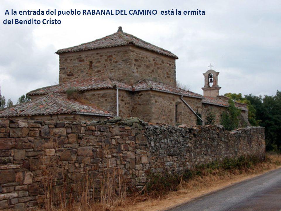 A la entrada del pueblo RABANAL DEL CAMINO está la ermita del Bendito Cristo