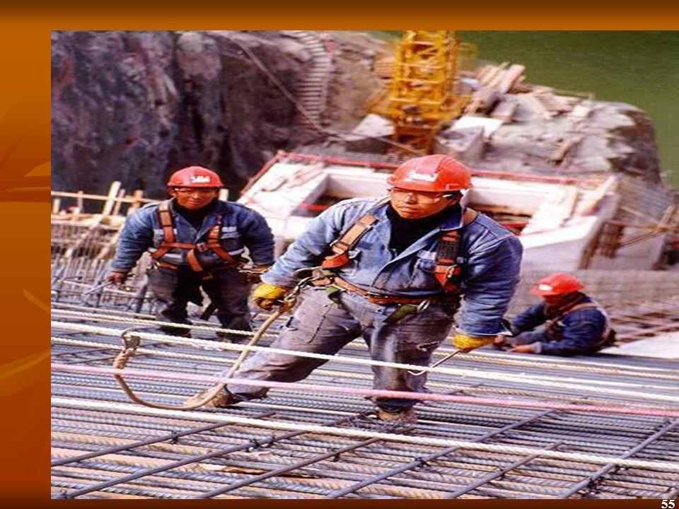 56 ANDAMIOS Un andamio es cualquier plataforma temporal elevada (suspendida o no) y la estructura que la soporta, incluyendo los puntos de anclaje usados para que aguante el peso de los trabajadores y los materiales a usarse.