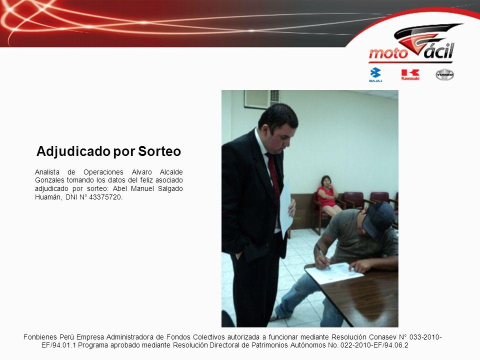 Adjudicado por Sorteo Analista de Operaciones Alvaro Alcalde Gonzales tomando los datos del feliz asociado adjudicado por sorteo: Abel Manuel Salgado