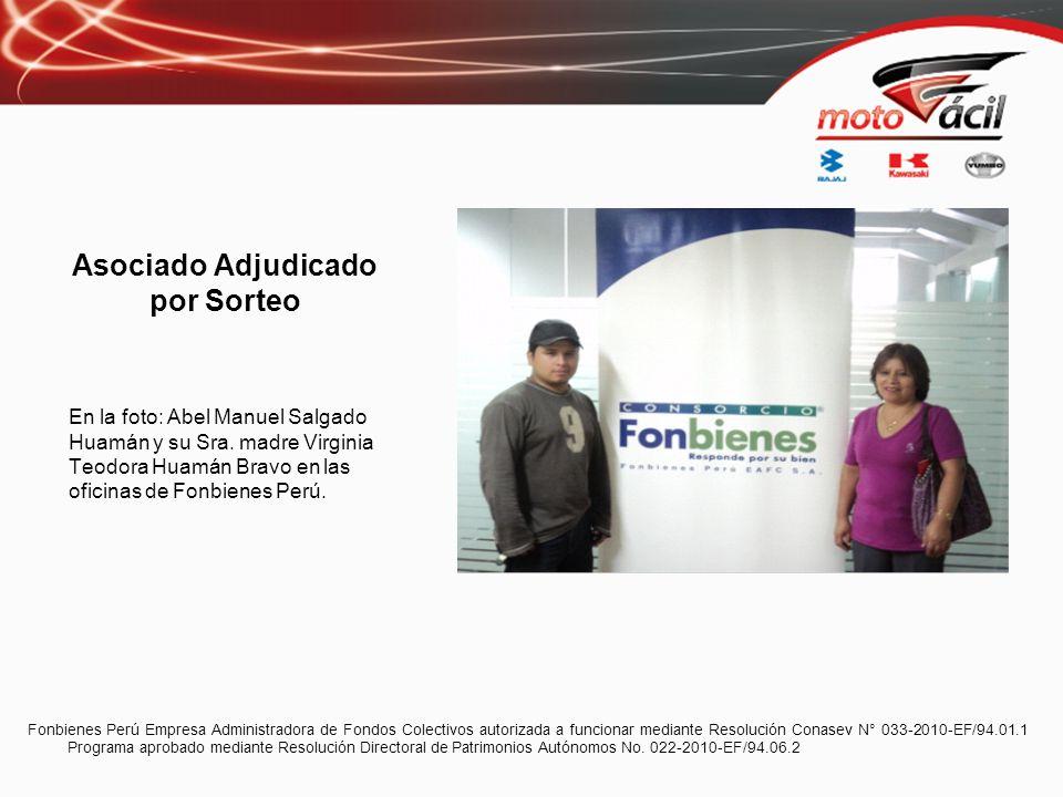 Asociado Adjudicado por Sorteo En la foto: Abel Manuel Salgado Huamán y su Sra. madre Virginia Teodora Huamán Bravo en las oficinas de Fonbienes Perú.