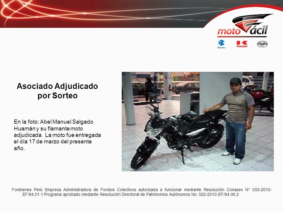 Asociado Adjudicado por Sorteo En la foto: Abel Manuel Salgado Huamán y su flamante moto adjudicada.