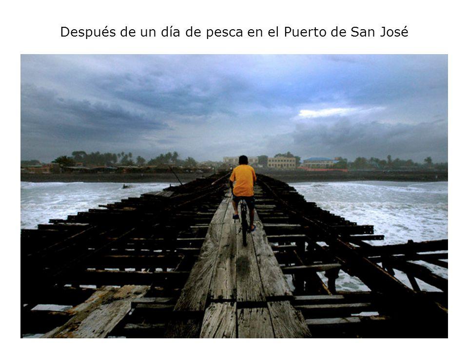 Después de un día de pesca en el Puerto de San José