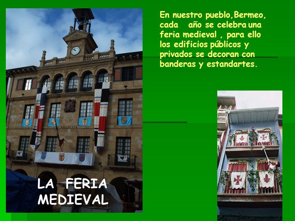 En nuestro pueblo,Bermeo, cada año se celebrauna feria medieval, para ello los edificios públicos y privados se decoran con banderas y estandartes. LA