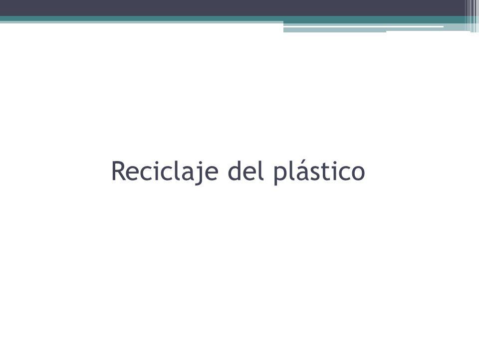 Proceso de reciclaje de latas de aluminio En primer lugar se comprimen las latas a reciclar en fardos, para ser transportadas a una fabrica de reciclaje.