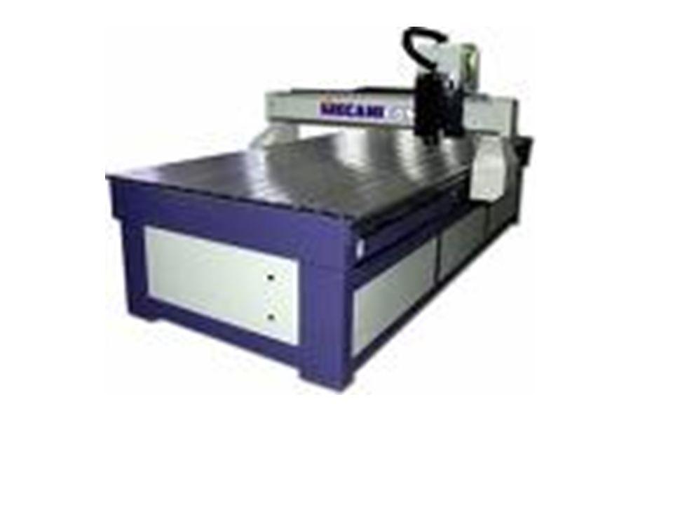 La primera fresadora universal equipada con plato divisor que permitía la fabricación de engranajes rectos y helicoidales fue fabricada por Brown & Sh