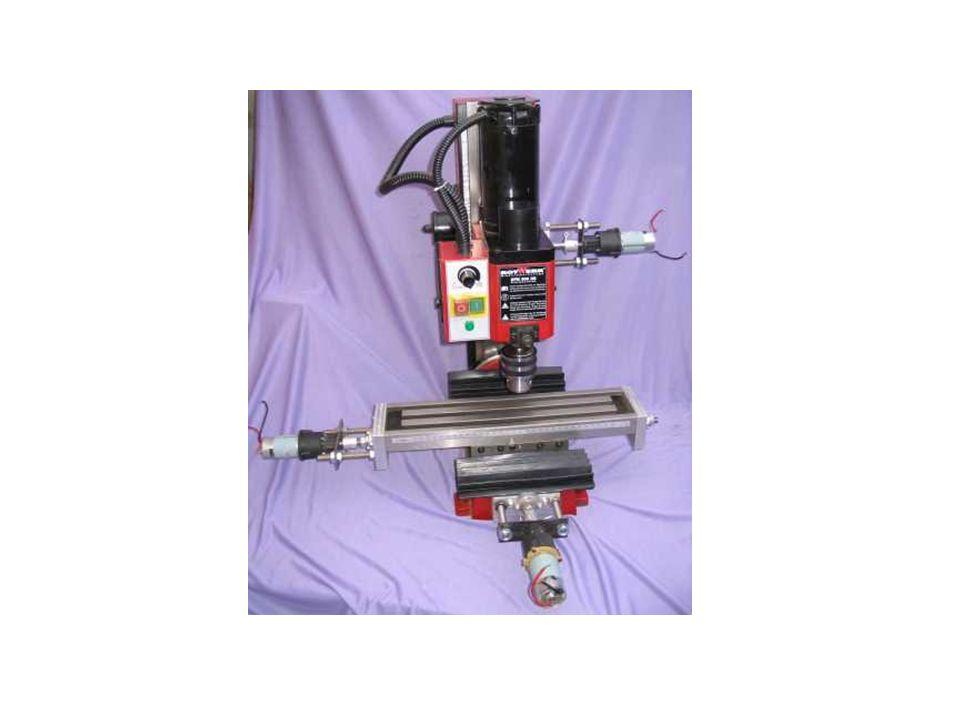 En una fresadora vertical, el eje del husillo está orientado verticalmente, perpendicular a la mesa de trabajo. Las fresas de corte se montan en el hu