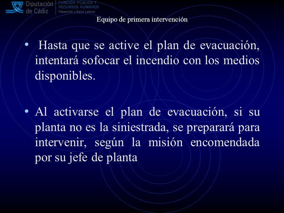 Hasta que se active el plan de evacuación, intentará sofocar el incendio con los medios disponibles.