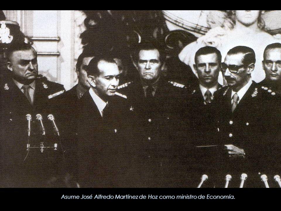 Asume José Alfredo Martínez de Hoz como ministro de Economía.