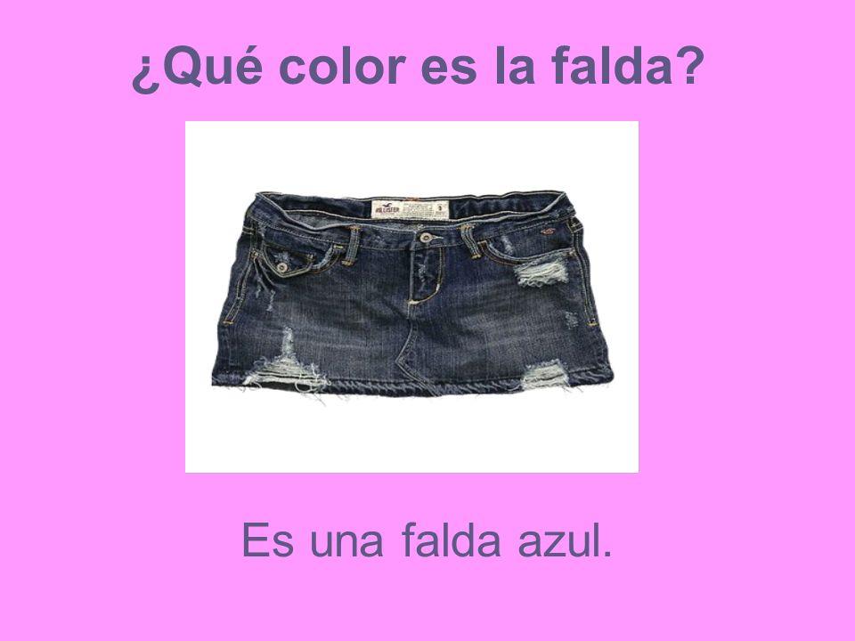 ¿Qué color es la falda? Es una falda azul.