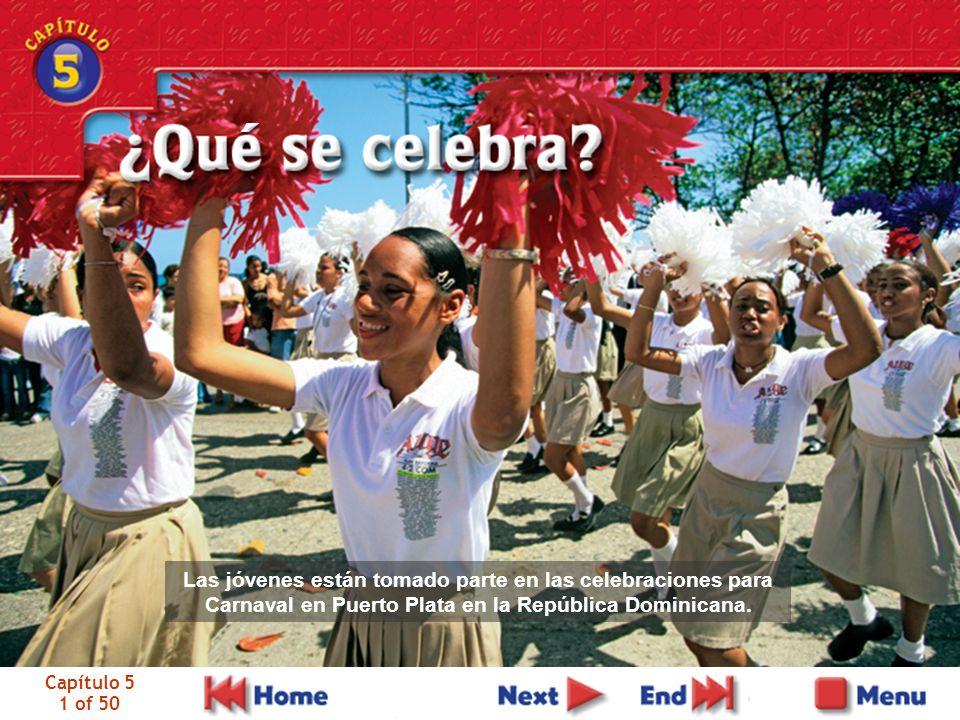 Capítulo 5 1 of 50 Las jóvenes están tomado parte en las celebraciones para Carnaval en Puerto Plata en la República Dominicana.
