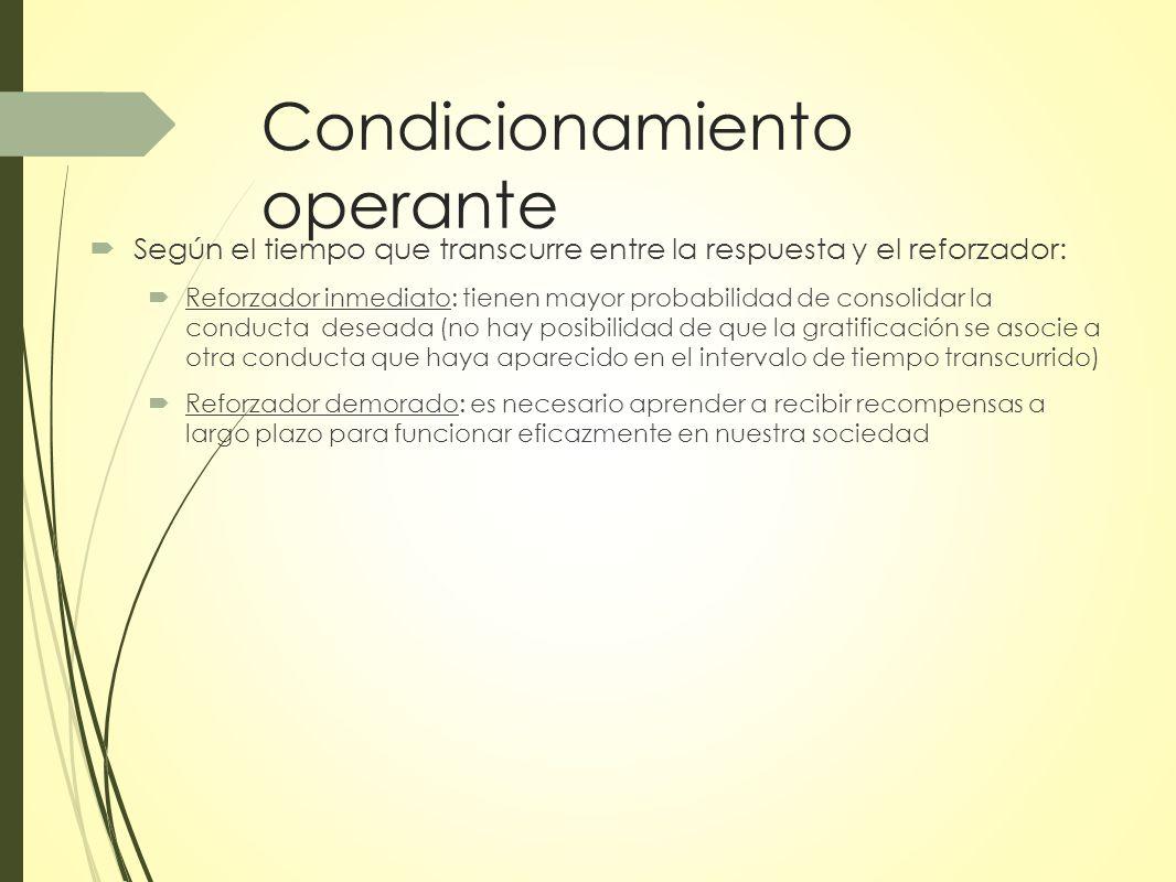 Condicionamiento operante Según el tiempo que transcurre entre la respuesta y el reforzador: Reforzador inmediato: tienen mayor probabilidad de consol