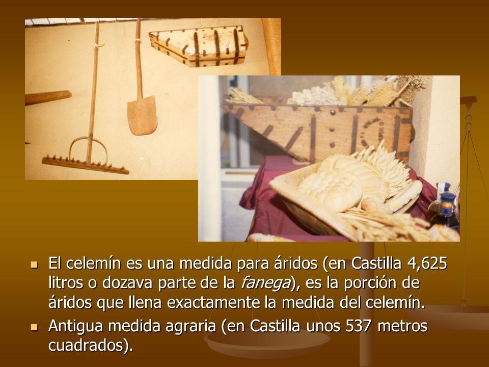 El celemín es una medida para áridos (en Castilla 4,625 litros o dozava parte de la fanega), es la porción de áridos que llena exactamente la medida d