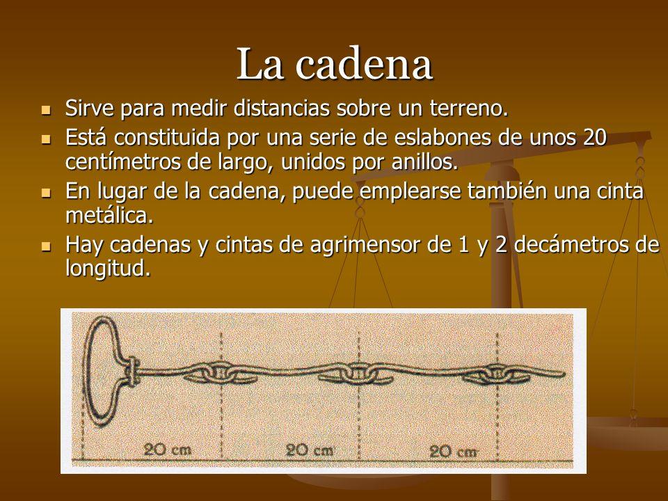 El celemín es una medida para áridos (en Castilla 4,625 litros o dozava parte de la fanega), es la porción de áridos que llena exactamente la medida del celemín.