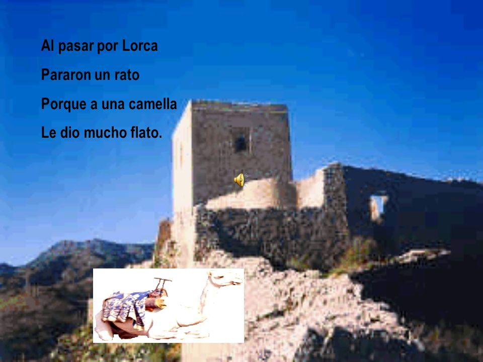 Al pasar por Lorca Pararon un rato Porque a una camella Le dio mucho flato.