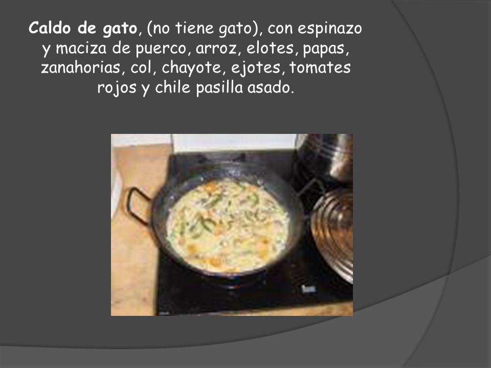 Caldo de gato, (no tiene gato), con espinazo y maciza de puerco, arroz, elotes, papas, zanahorias, col, chayote, ejotes, tomates rojos y chile pasilla