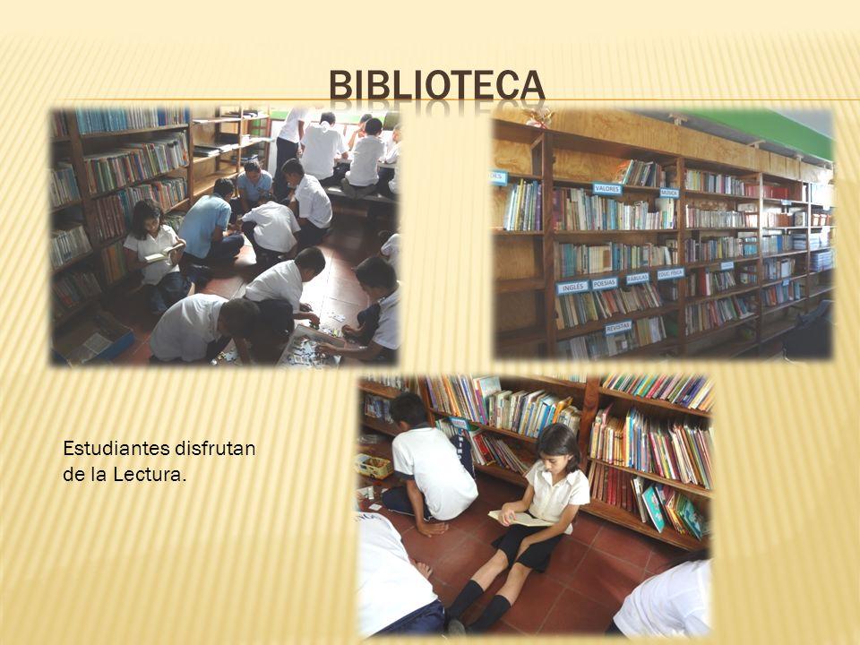 Estudiantes disfrutan de la Lectura.