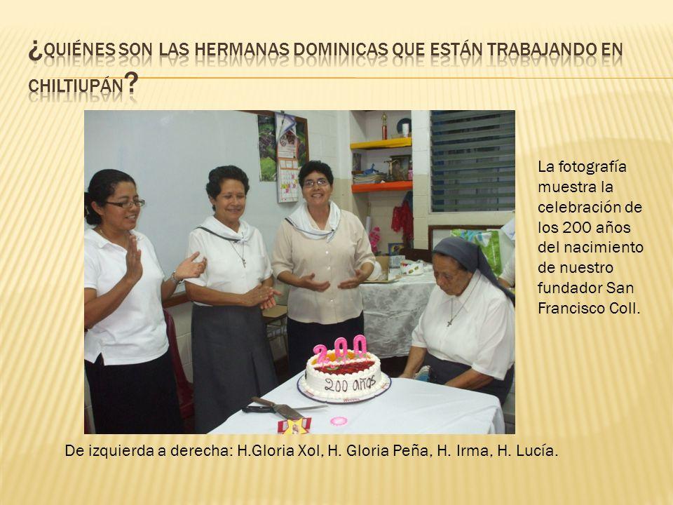 De izquierda a derecha: H.Gloria Xol, H. Gloria Peña, H. Irma, H. Lucía. La fotografía muestra la celebración de los 200 años del nacimiento de nuestr