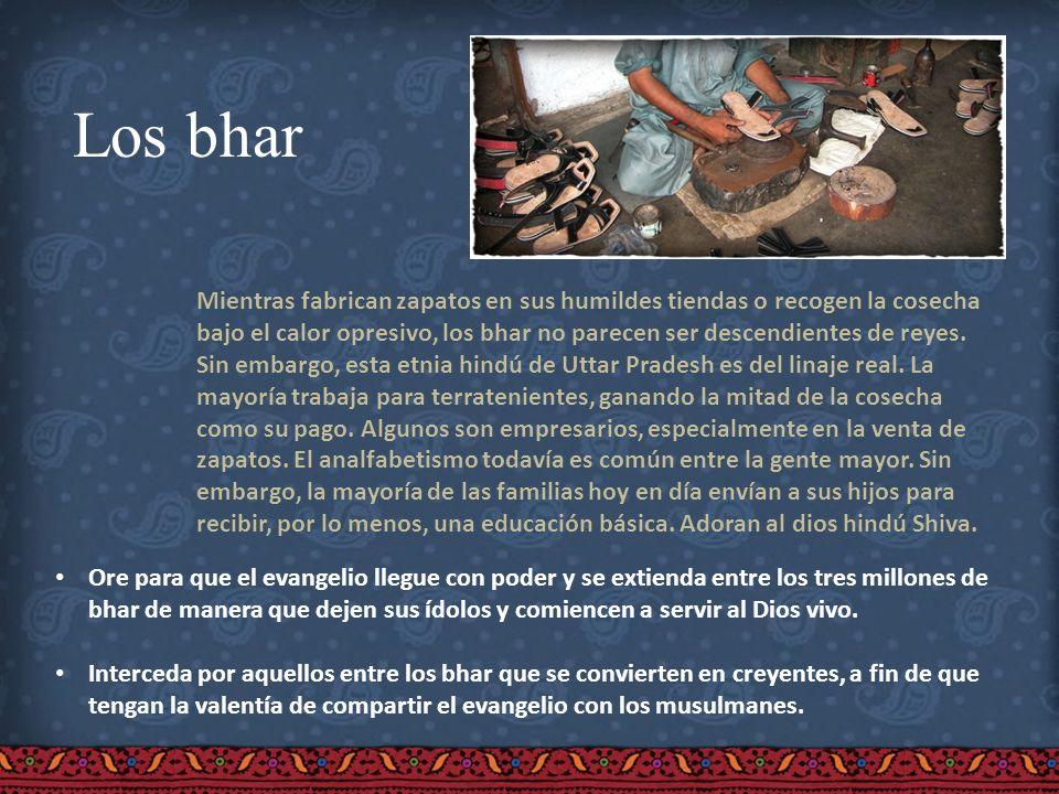 Los bhar Mientras fabrican zapatos en sus humildes tiendas o recogen la cosecha bajo el calor opresivo, los bhar no parecen ser descendientes de reyes