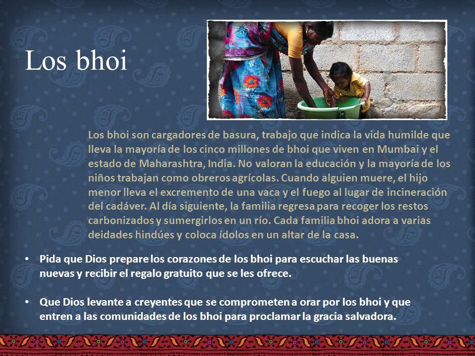 Los bhoi Los bhoi son cargadores de basura, trabajo que indica la vida humilde que lleva la mayoría de los cinco millones de bhoi que viven en Mumbai