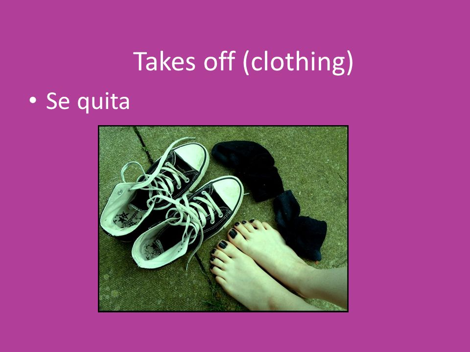 Takes off (clothing) Se quita