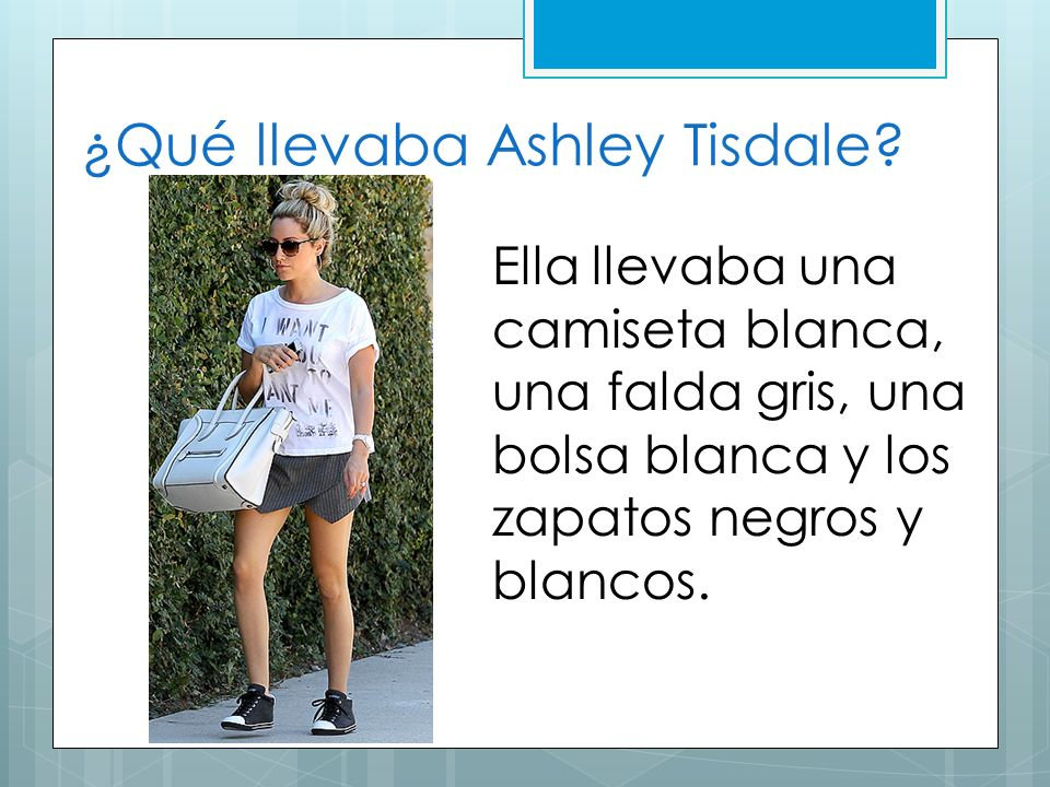 ¿Qué llevaba Ashley Tisdale? Ella llevaba una camiseta blanca, una falda gris, una bolsa blanca y los zapatos negros y blancos.