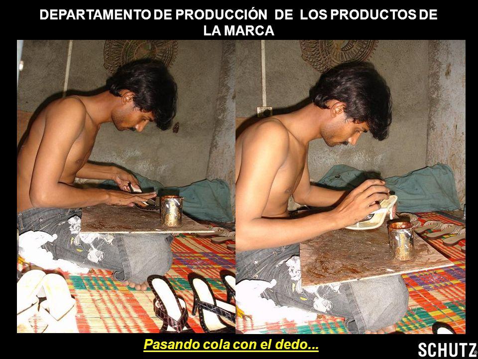 DEPARTAMENTO DE PRODUCCIÓN DE LOS PRODUCTOS DE LA MARCA EXPORTAÇÃO – SCHUTZ ME( Observa el contraste entre el lujo de las tiendas y la MISERIA EN la f