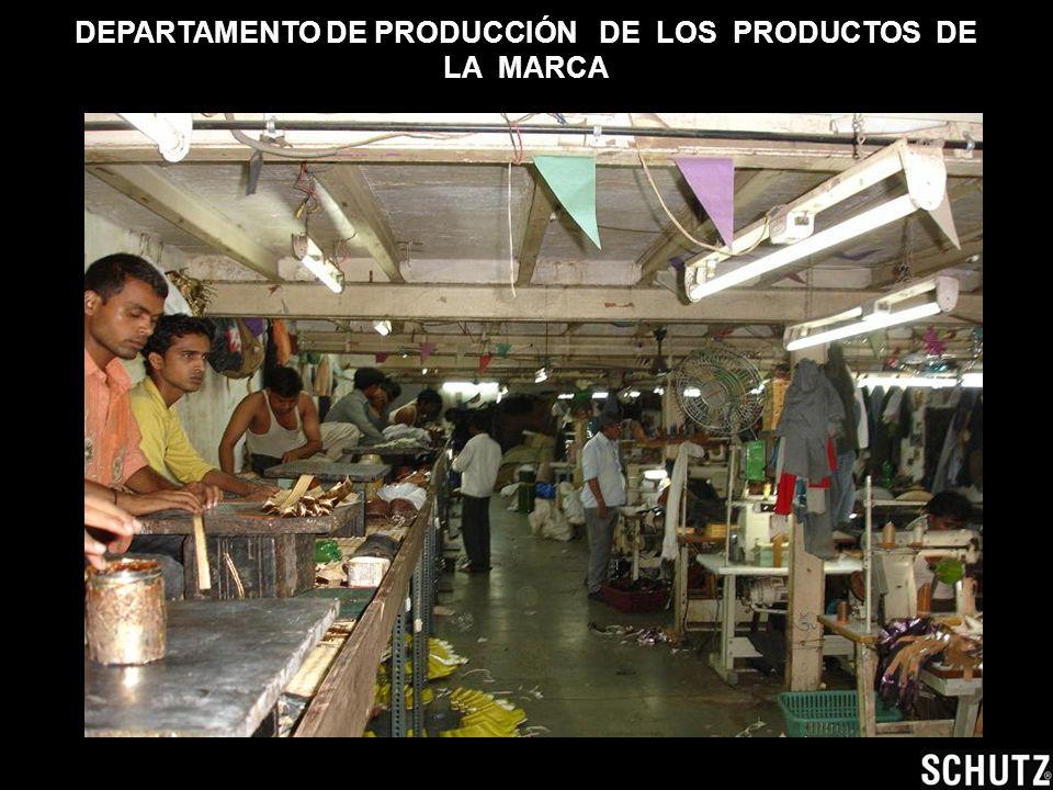 DEPARTAMENTO DE PRODUCCIÓN DE LOS PRODUCTOS DE LA MARCA Muchos niños trabajando allí.