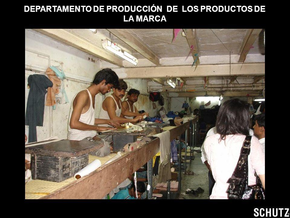 DEPARTAMENTO DE PRODUCCIÖN DE LOS PRODUCTOS DE LA MARCA Para tener más espacio en los pabellones trabajan con bancos, donde se pueden colocar dos pers
