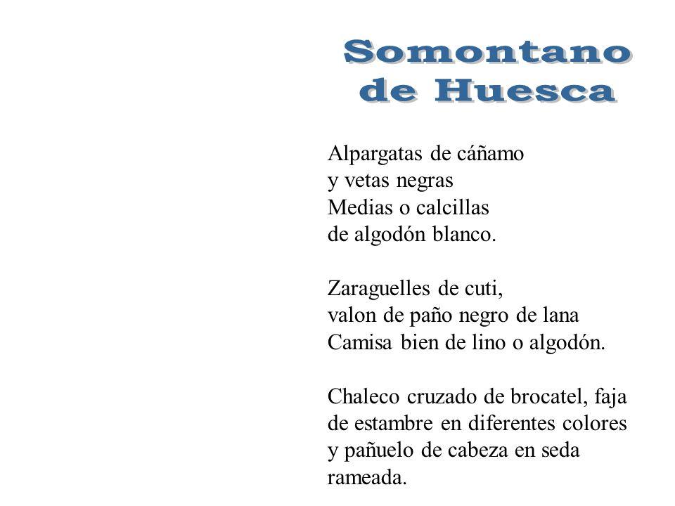 Calza alpargata miñonera, medias de algodón blanco, enaguas blancas con encajes de bolillo, sayas bajera listadas.