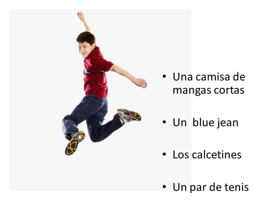 Una camisa de mangas cortas Un blue jean Los calcetines Un par de tenis