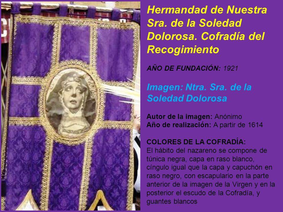 También porta la Cofradía el estandarte real, seguido por dos banderas con una Cruz morada; tres verónicas con la Santa Faz y estandarte de la Cofradía.