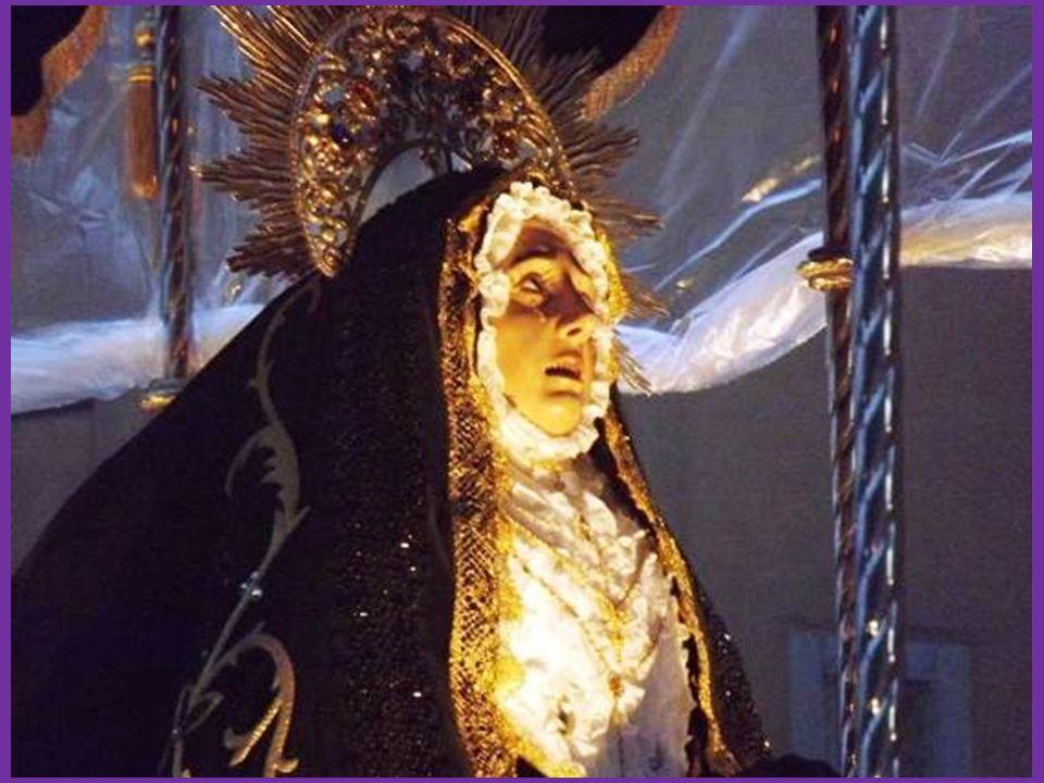 Cofradía de la Esclavitud del Santo Cristo de la Cruz AÑO DE FUNDACIÓN: Finales siglo XVII Imagen: Santo Cristo de la Cruz Autor de la imageb: Anónimo AÑO DE REALIZACIÓN: Entre 1505 y 1520 COLORES DE LA COFRADÍA: Capa de color amarillo oro: túnica morada con botones y bies adelantado color amarillo oro: capirote morado con una cruz amarillo oro a la altura del pecho y cinto amarillo oro.