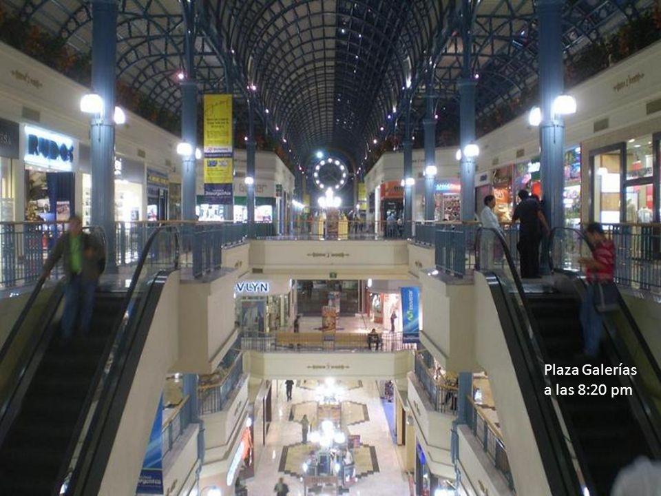 Plaza Galerías a las 8:20 pm